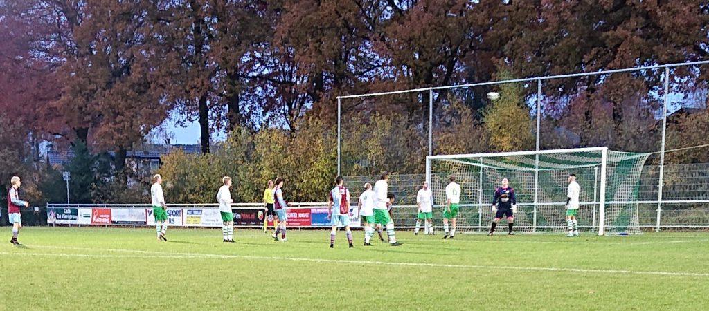 Beeld uit duel Vierhouten'82 vs. FC RDC