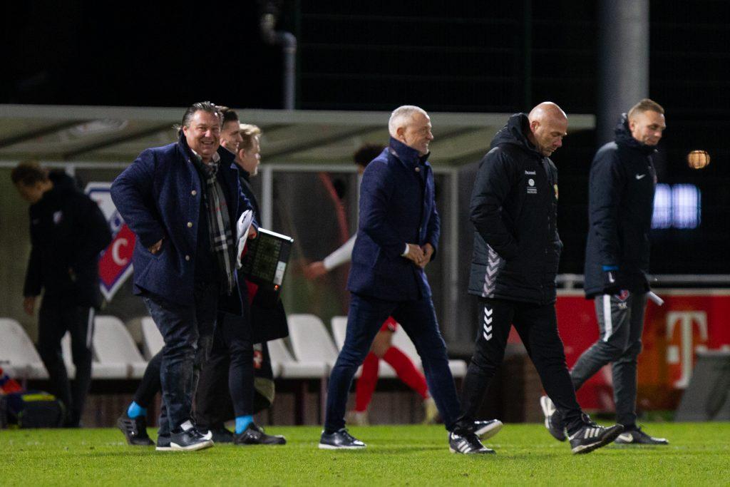 Jack de Gier en zijn staf in Utrecht - Go Ahead Eagles - Foto: Henny Meyerink