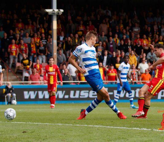 Foto Henny Meyerink. Botos scoort voor Go Ahead Eagles tegen PEC